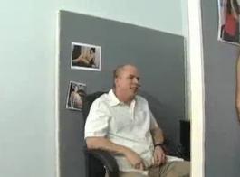 المجدلية تحصل على حلقها مارس الجنس مع اختراق مزدوج