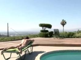 مثير حمام السباحة في الهواء الطلق مع ساشا روز