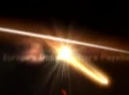 جبهة مورو شقراء مفلس مع النظارات تمتص الديك في الجزء الخلفي من السيارة والحصول على مارس الجنس.