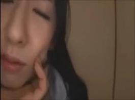 امرأة اليابانية الساخنة في حلوة لاسي لاسي الملابس الداخلية لها جنس لطيف مع شخص غريب
