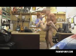 يحب دوللي قليلا ممارسة الجنس في وقت مبكر في الصباح وتناول نائب الرئيس الطازجة