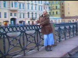 التماس الروسي مفلس مارس الجنس من قبل صديقها بين الأعراق