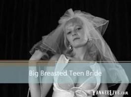 في سن المراهقة الأبنوس مع الثدي ضخمة