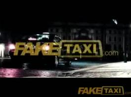 سائق سيارة أجرة الإناث يجب أن تجرها لممارسة الجنس
