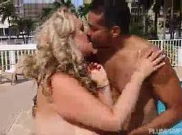 جبهة مورو كيندرا وايج يعطي الجنس دغدغة