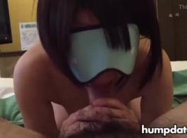 معصوب العينين فاتنة مارس الجنس والفم المملوءة من قبل عشيق قرنية