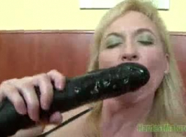 كوغار شقراء الكاريزمية مع الشعر الأحمر هو الحصول على مارس الجنس أصعب من أي وقت مضى ويصرخ من المتعة.