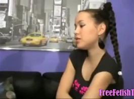 في سن المراهقة الهواة مارس الجنس من قبل مدلكها.