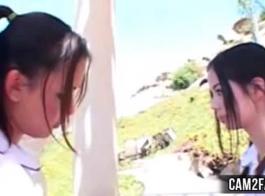 امرأة سمراء تلميذة يحصل بوسها قصفت من قبل زملائها قرنية