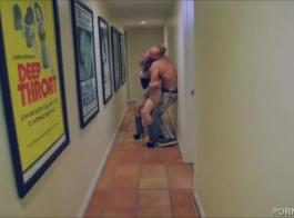 ذهبت غابرييلا بالتروفا إلى مكان حبيبها الجديد لأنها تريد ممارسة الجنس غير الرسمي.