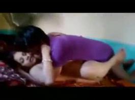 سيدة في سن المراهقة قرنية مارس الجنس من قبل صديقها قرنية مع صديقها
