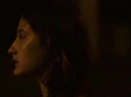 سيدة غريبة، لولا شانيل تظاهر في الزي السائق الستائر، خلال تهمة الموضوع